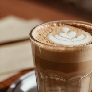 Korzenna kawa dyniowa — przepis na jesienny napój