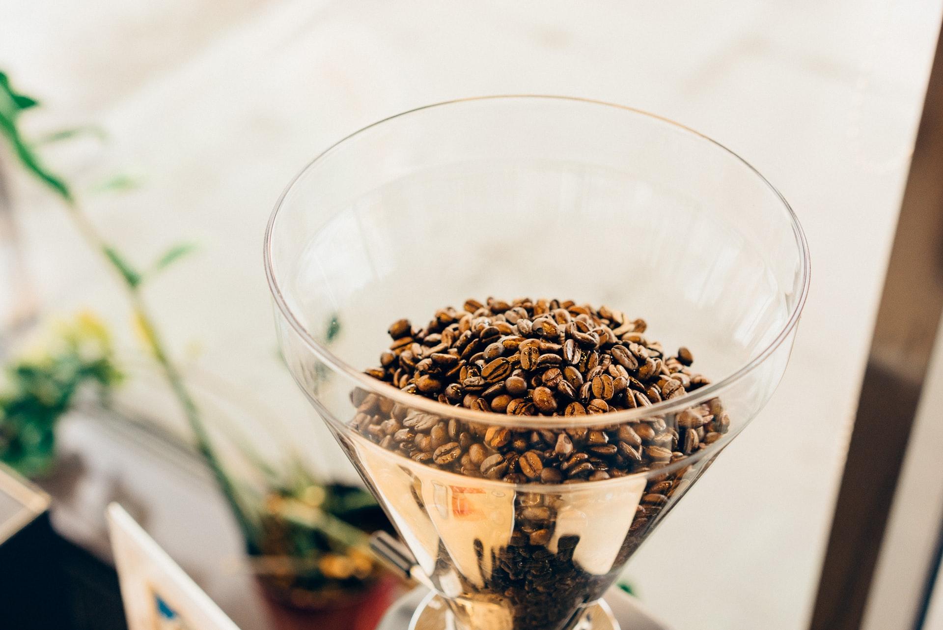 Młynek do kawy – na co zwrócić uwagę przy zakupie?